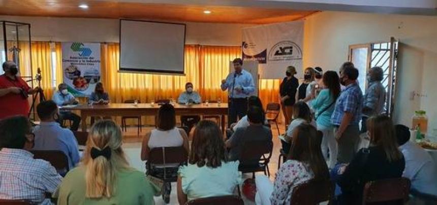 Schiavi expuso ante empresarios la gestión industrial provincial