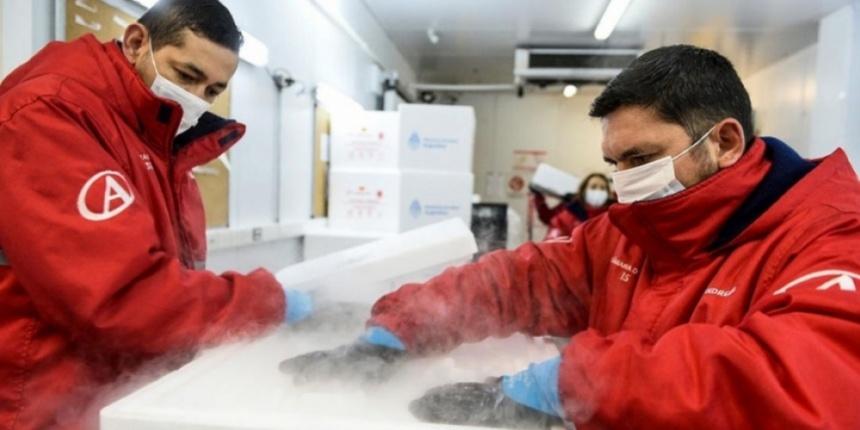 Llegó el vuelo argentino con un millón de vacunas de Sinopharm