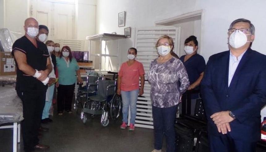 Salud entregó equipamiento e insumos al hospital Samuel W Robinson